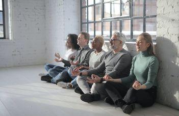 Cikk a meditáció stresszcsökkentő hatásáról a Health Psychology Review-ban
